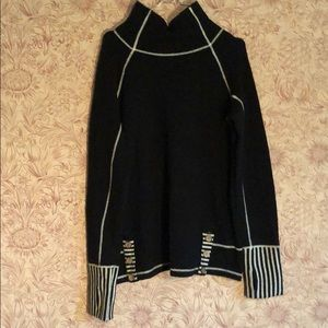 Wool sweater black and white with thumb holes L